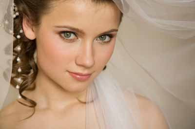Close Up Portrait Photo Of The Bride In Her Wedding Dress