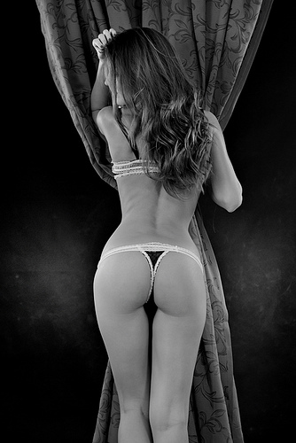 Female Photography - Beautiful Woman Naked From Behind